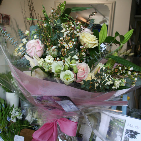 Classic lily and rose bouquet, long stem.