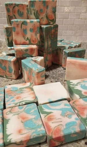 Load image into Gallery viewer, Balsam + Graprefruit Handcrafted Soap - Culture+Bloom