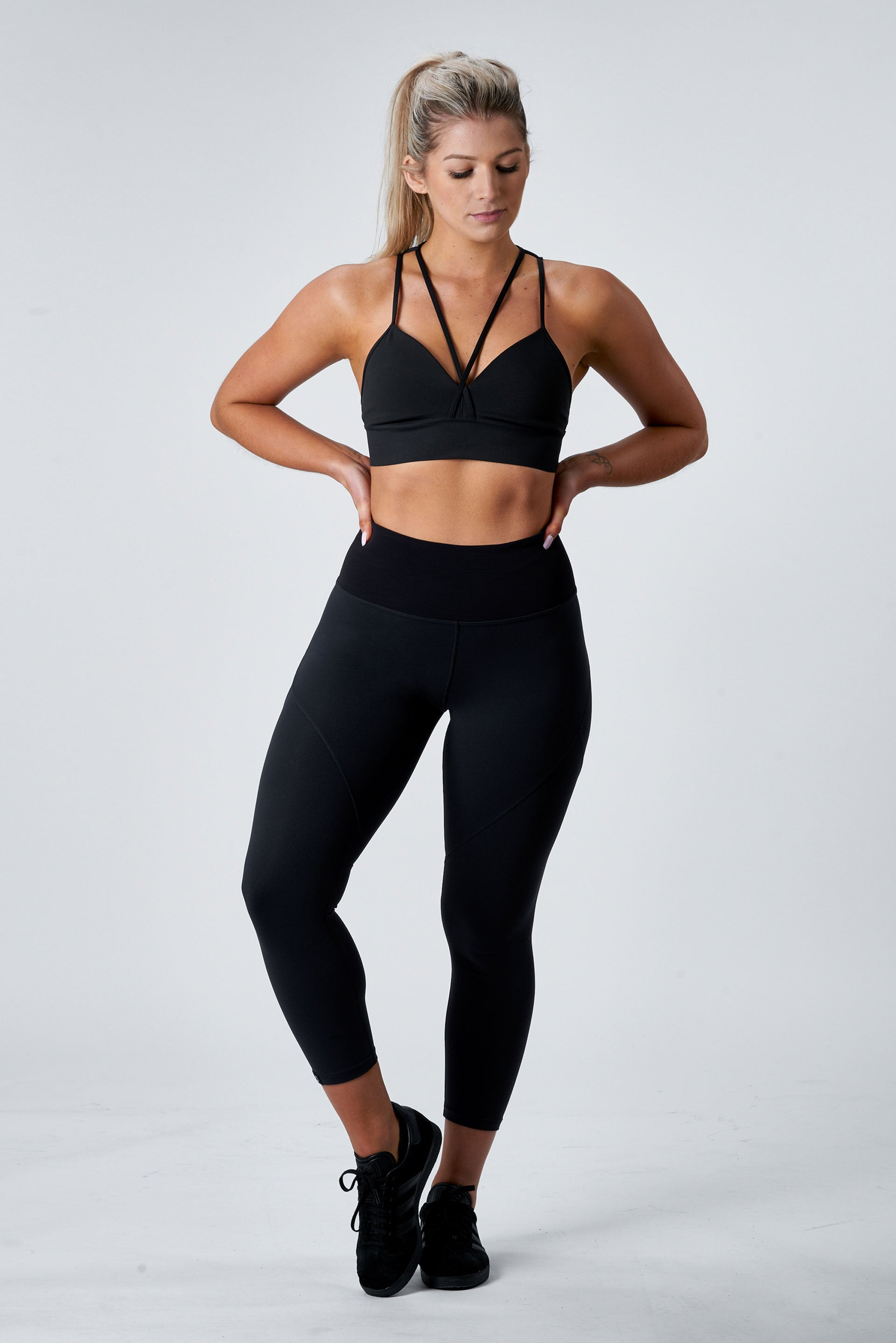 OUTFIT - SCULPT 7/8 TIGHTS ( BLACK ) + ATHLETIC TEE