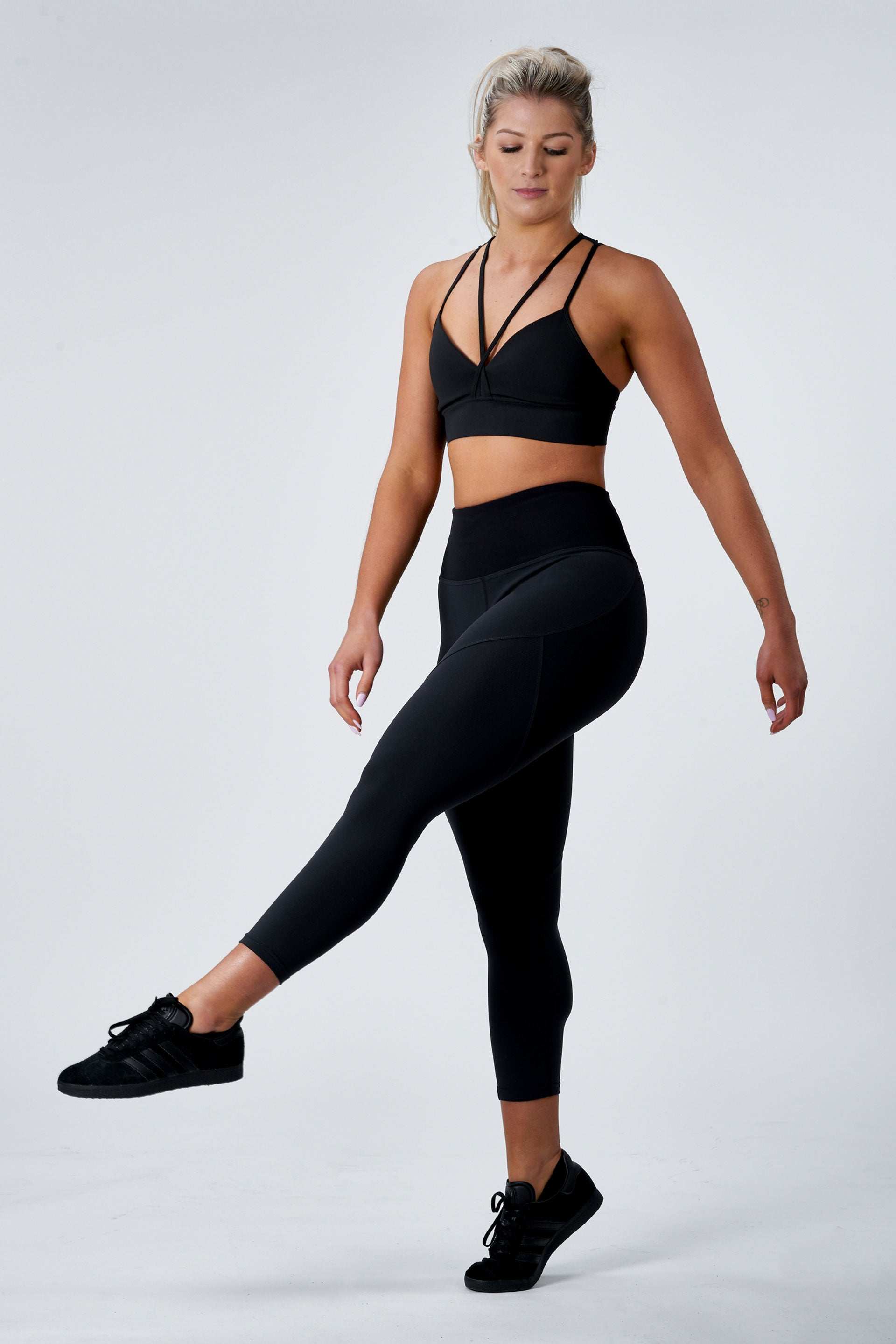 OUTFIT - SCULPT 7/8 TIGHTS ( BLACK ) + MUSCLE TANK