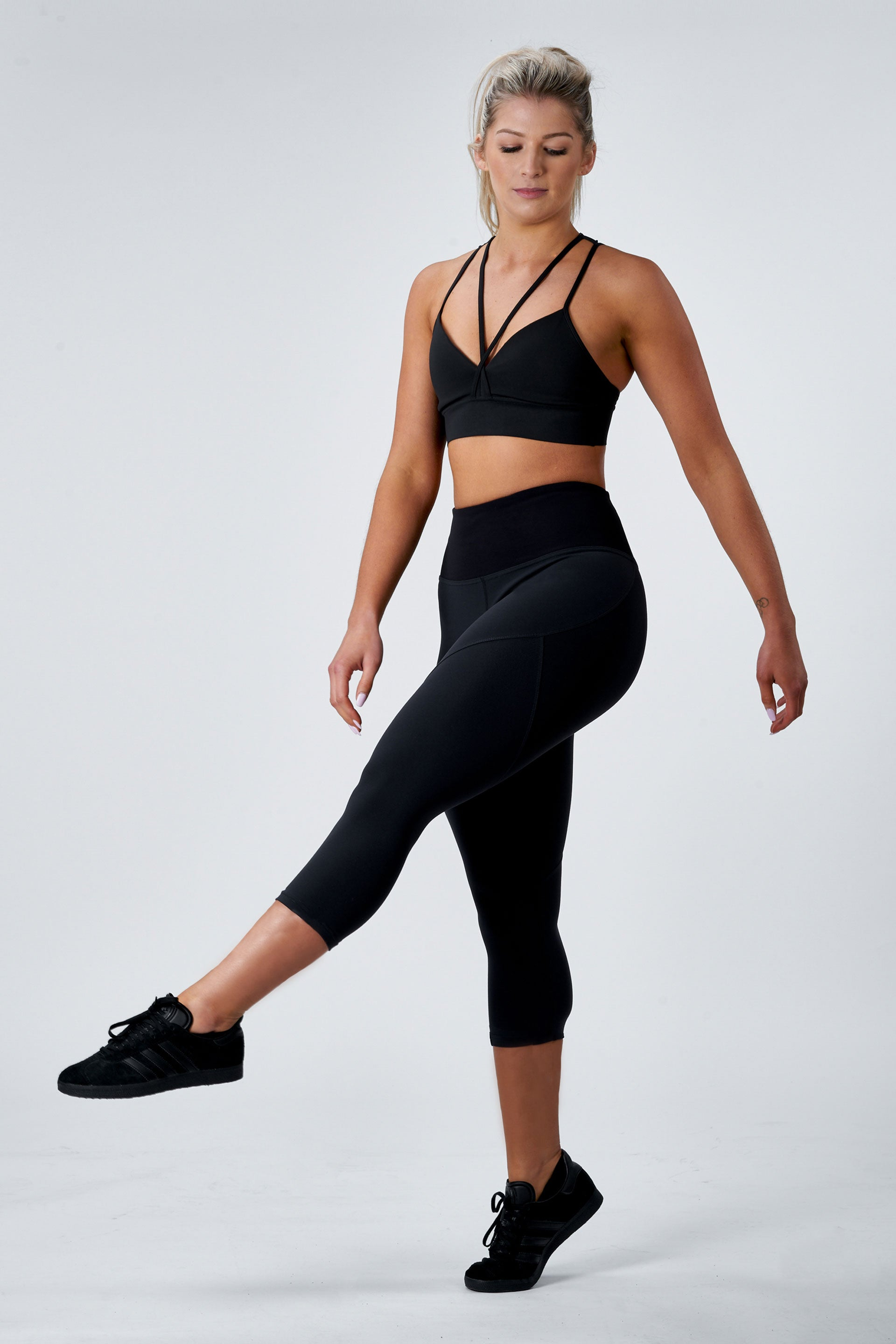 OUTFIT - SCULPT 3/4 TIGHTS ( BLACK )+ HIGH NECK TANK