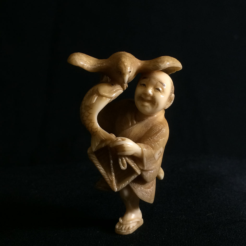 Extremely well carved Fisherman Antique Japanese Netsuke Meiji Era