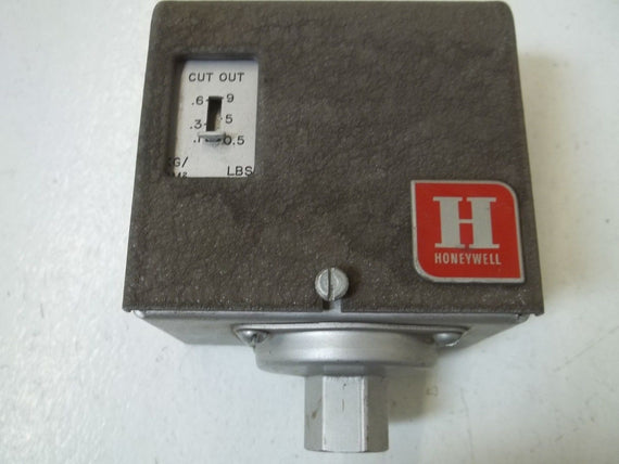 HONEYWELL   PA404B4X0A1 251K PRESSURETROL *USED*