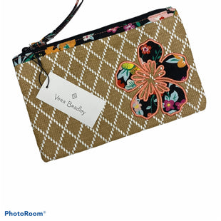 Primary Photo - BRAND: VERA BRADLEY O STYLE: WRISTLET COLOR: TAN SKU: 206-20639-11846