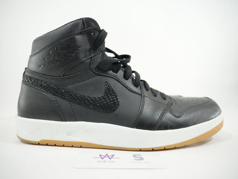 "AIR JORDAN 1 RETRO ""BLACK/WHITE"" - Sz 11"