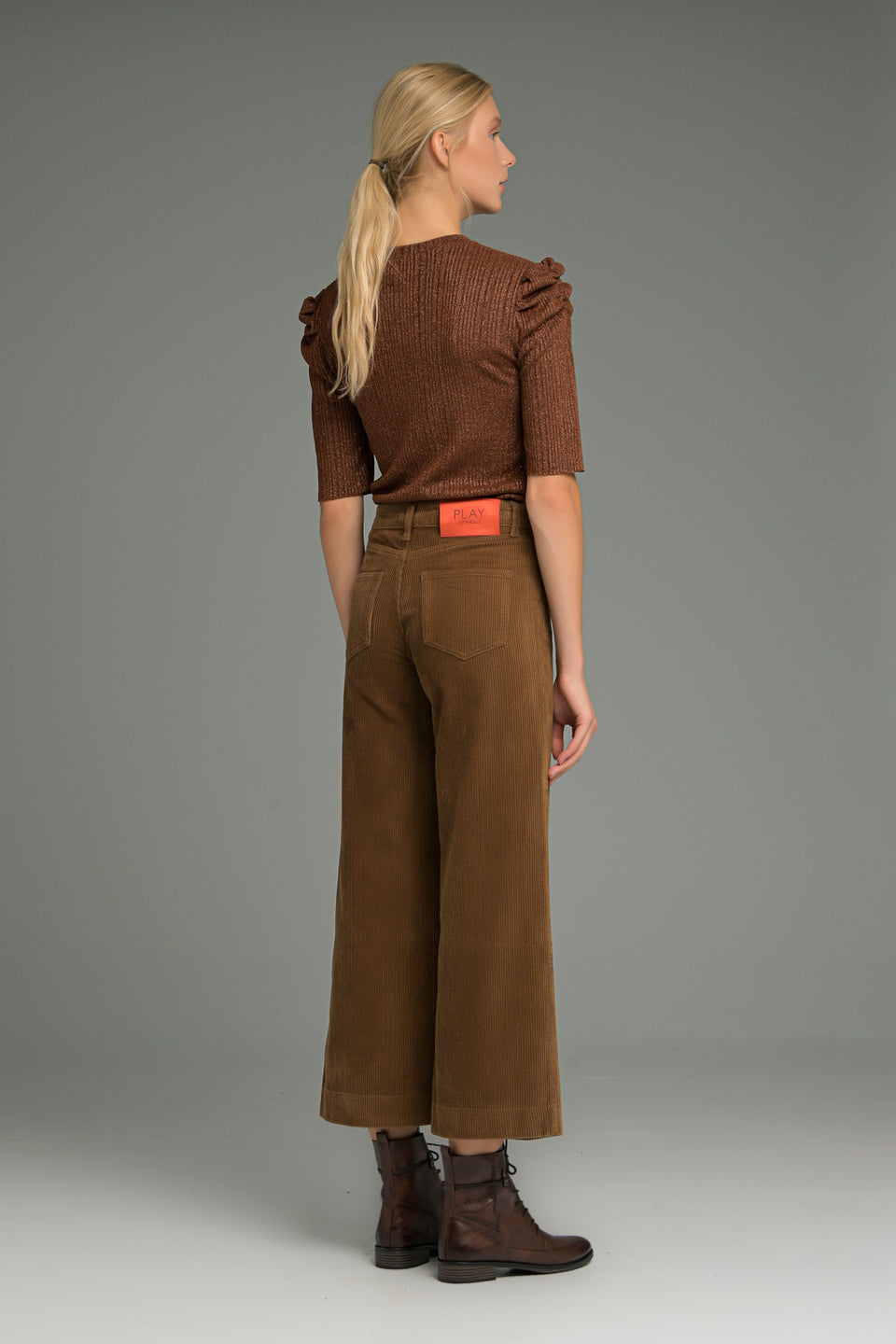 WIDE LEG CROP TROUSERS IN CORD FABRIC BROWN