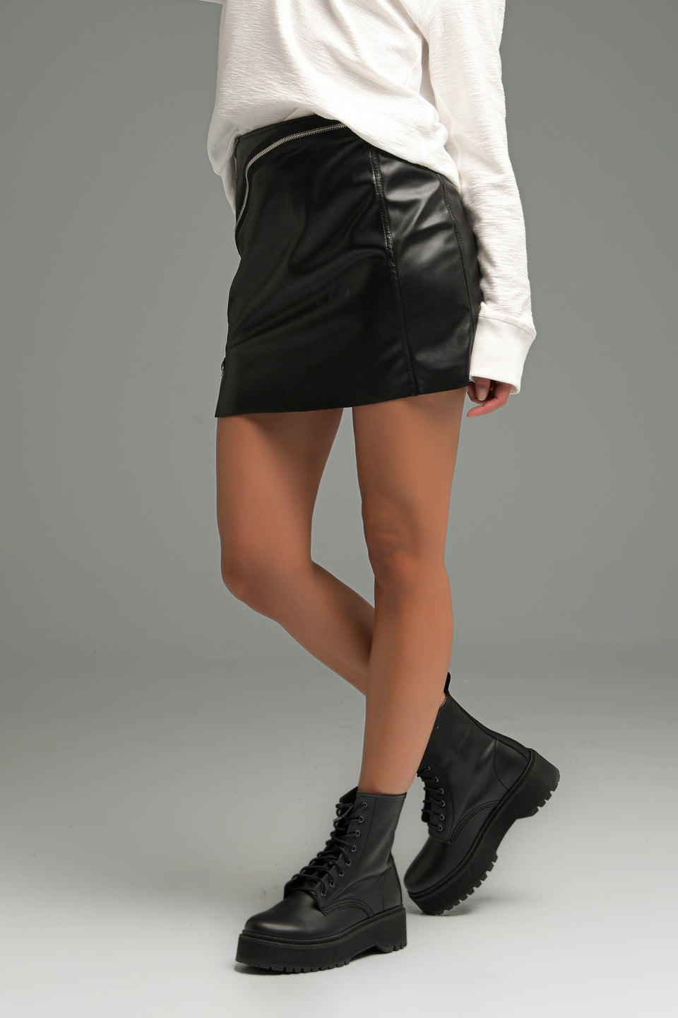 FAUX LEATHER MINI SKIRT WITH SLOPE ZIP