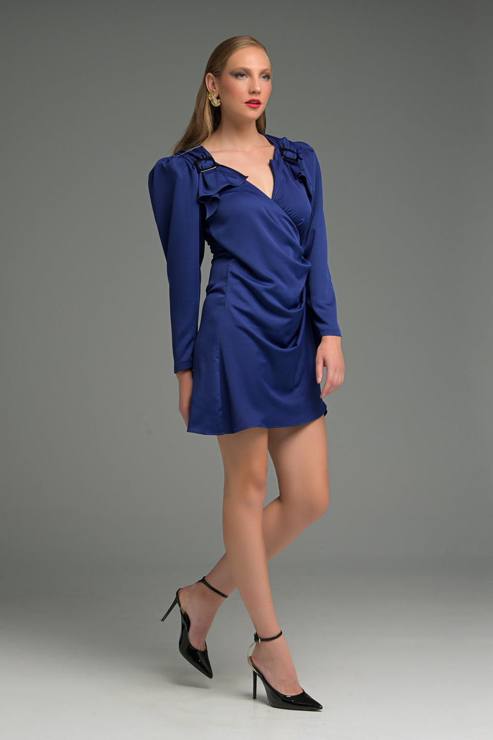WRAP MINI DRESS WITH SHOULDER PAD AND DECORATIVE BUCKLE ΟΝ ΤΗΕ SHOULDERS WRAP MINI DRESS WITH SHOULDER PAD AND DECORATIVE BUCKLE ΟΝ ΤΗΕ SHOULDERS
