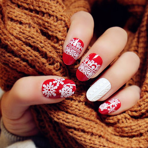 Delicate 24 PCS Snowflake Embossed Pattern Nail Art False Nails