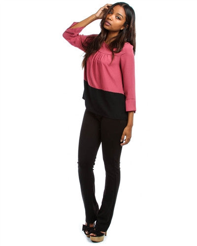 MAUVE AND BLACK 3/4 SLEEVE TOP WITH DECORATIVE SHOULDER BUTTONS
