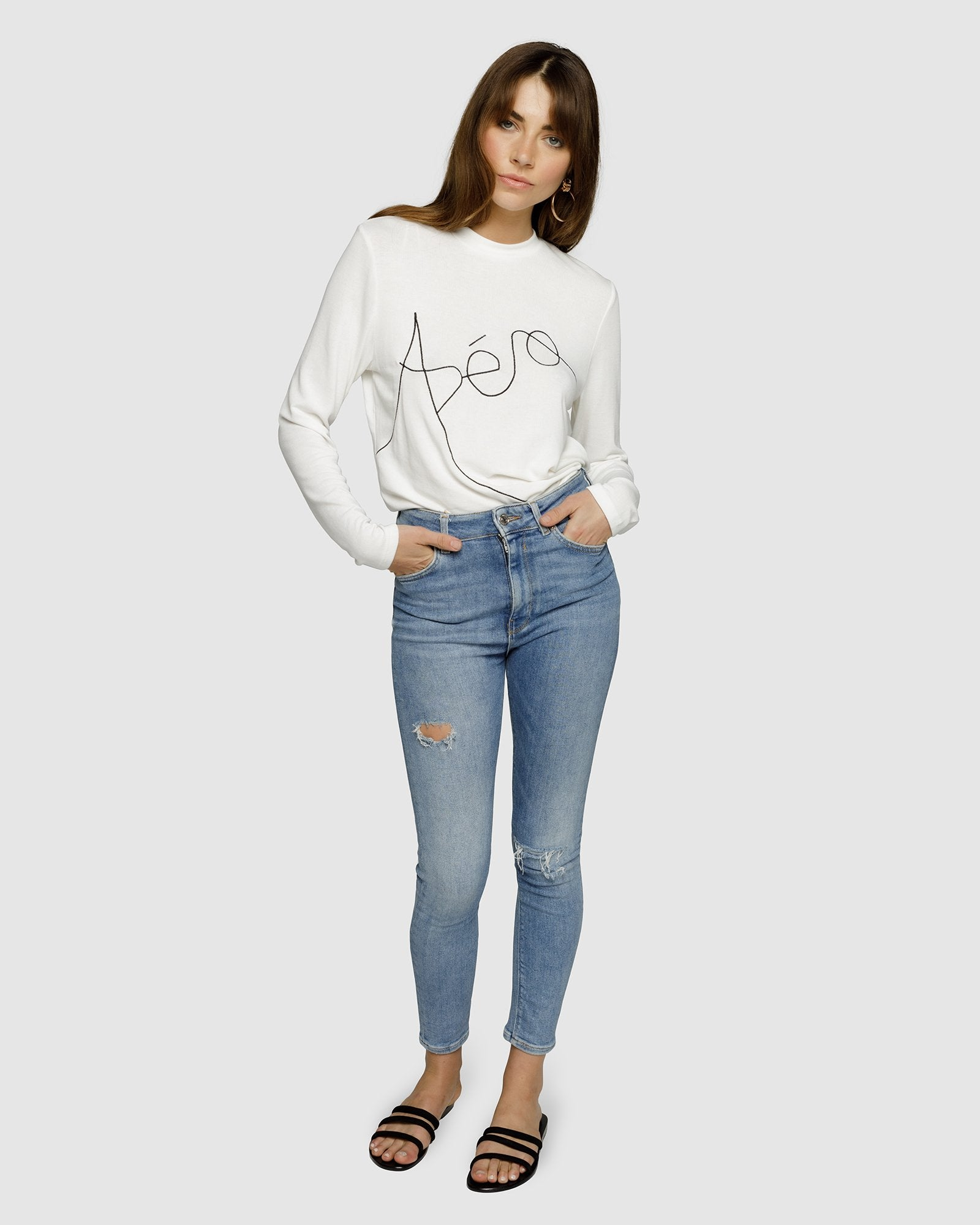 APERO ARTIST EMBROIDERED LS TOP - WHITE/BLACK