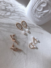 TIE THE KNOT EARRING (1723171110947)