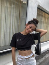 UQ SOCIAl DISTANCING CROP TEE BLACK