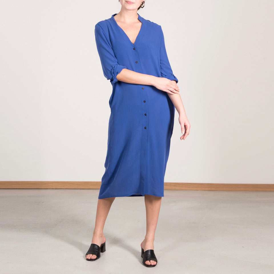 BLOUSE DRESS JASMINUM FLOW ELECTRIC BLUE von JAN `N JUNE