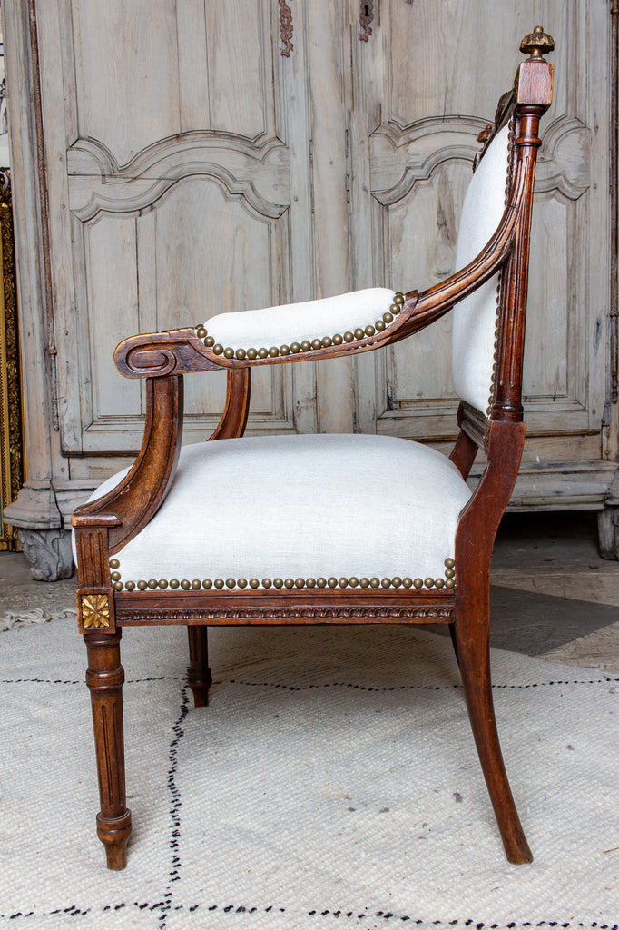 Antique French Hand-Carved Louis XVI Armchairs with Gilt Details in Linen