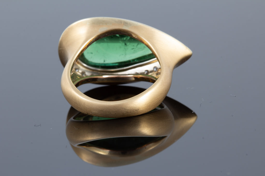 Exquisite 12.4 Carat Green Tourmaline Cabochon Ring Set in 18K Gold