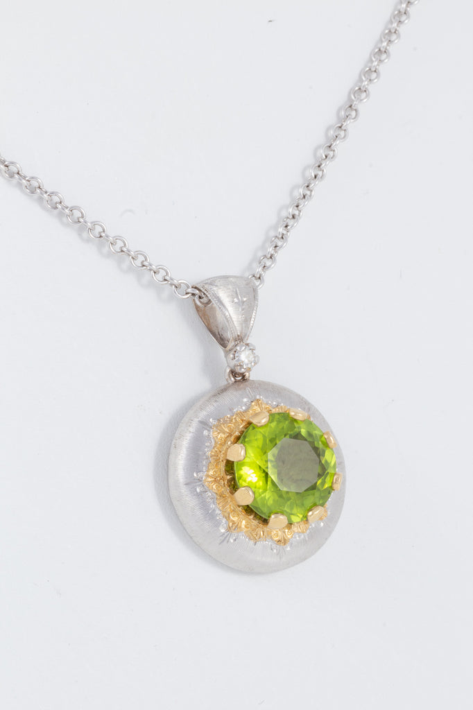 Italian Florentine Engraved 5.30ct Peridot Pendant in 18K two-tone Gold