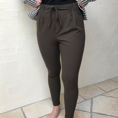 Laris Jillian zip pant · Burnt Green