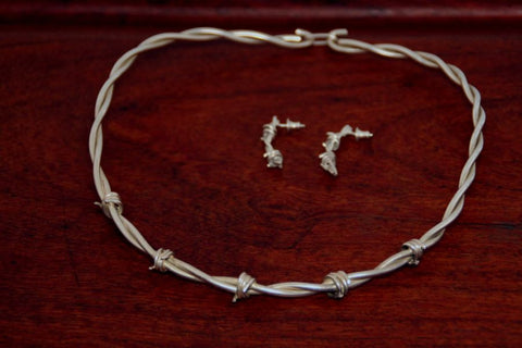 Barbed Wire Female Clasp Necklace in Sterling Silver - Medium