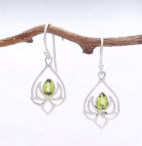 silver lotus earring with peridot