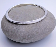 Load image into Gallery viewer, sterling silver hammered bracelet