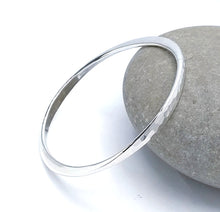 Load image into Gallery viewer, silver hammered bangle