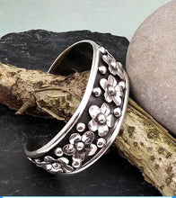 Load image into Gallery viewer, sterling silver floral cuff