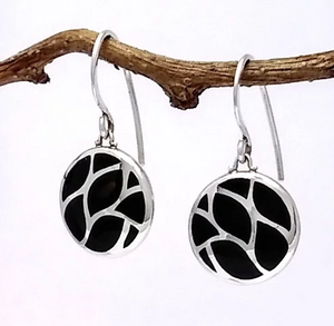 circular silver earring with 8 pieces of black onyx inlaid
