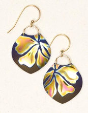 Load image into Gallery viewer, Holly Yashi Gardenia Earrings