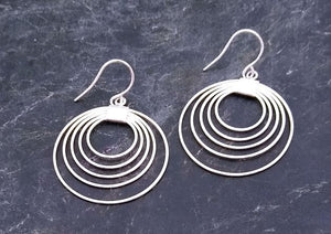 5 circle silver earring