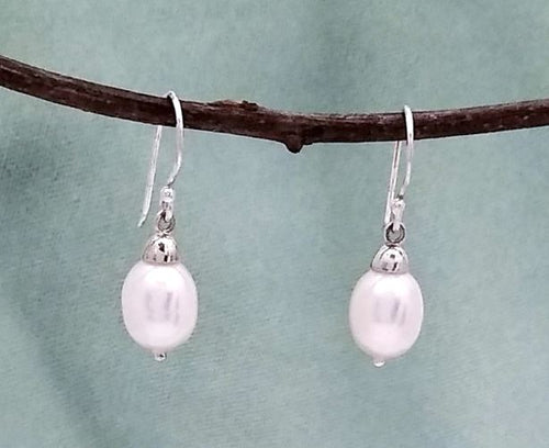 Silver drop earring with pearl