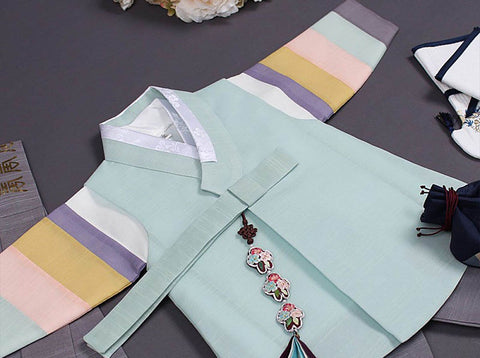 Here is an up close picture of the baby boy hanbok in sea blue. This hanbok is one of the most popular on Joteta.