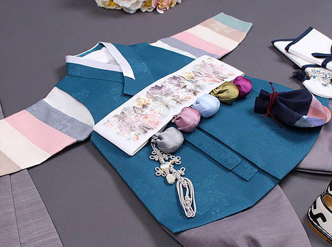 In this picture you can see how the Dol belt really completes the look and matches this specific sky blue baby boy hanbok.