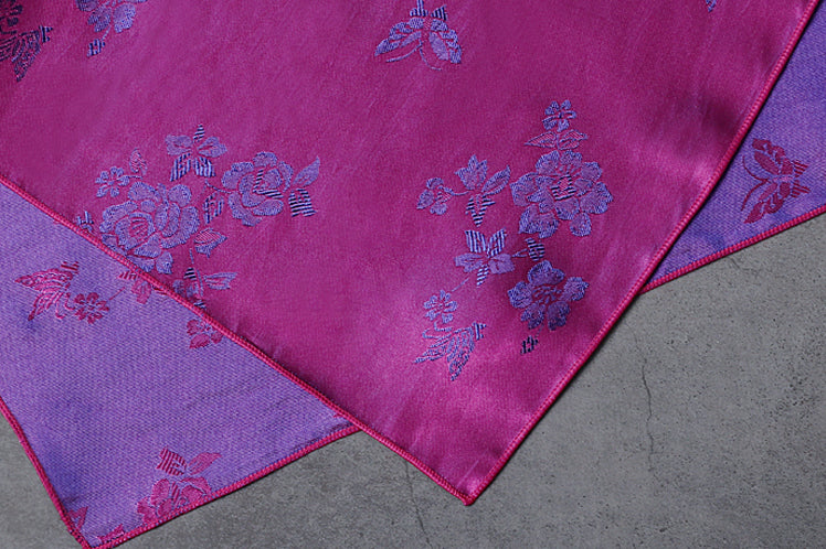 Floral designs are found all through the mulberry and orchid Korean fabric wrapping paper. It's a striking and radiant color for any formal or informal Korean gathering.