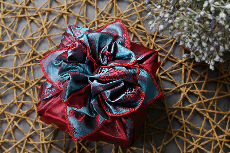 Quickly learn how to make this bow using the light cherry red and bluish-gray Bojagi gift wrapping paper to bring a personal touch to the gift.