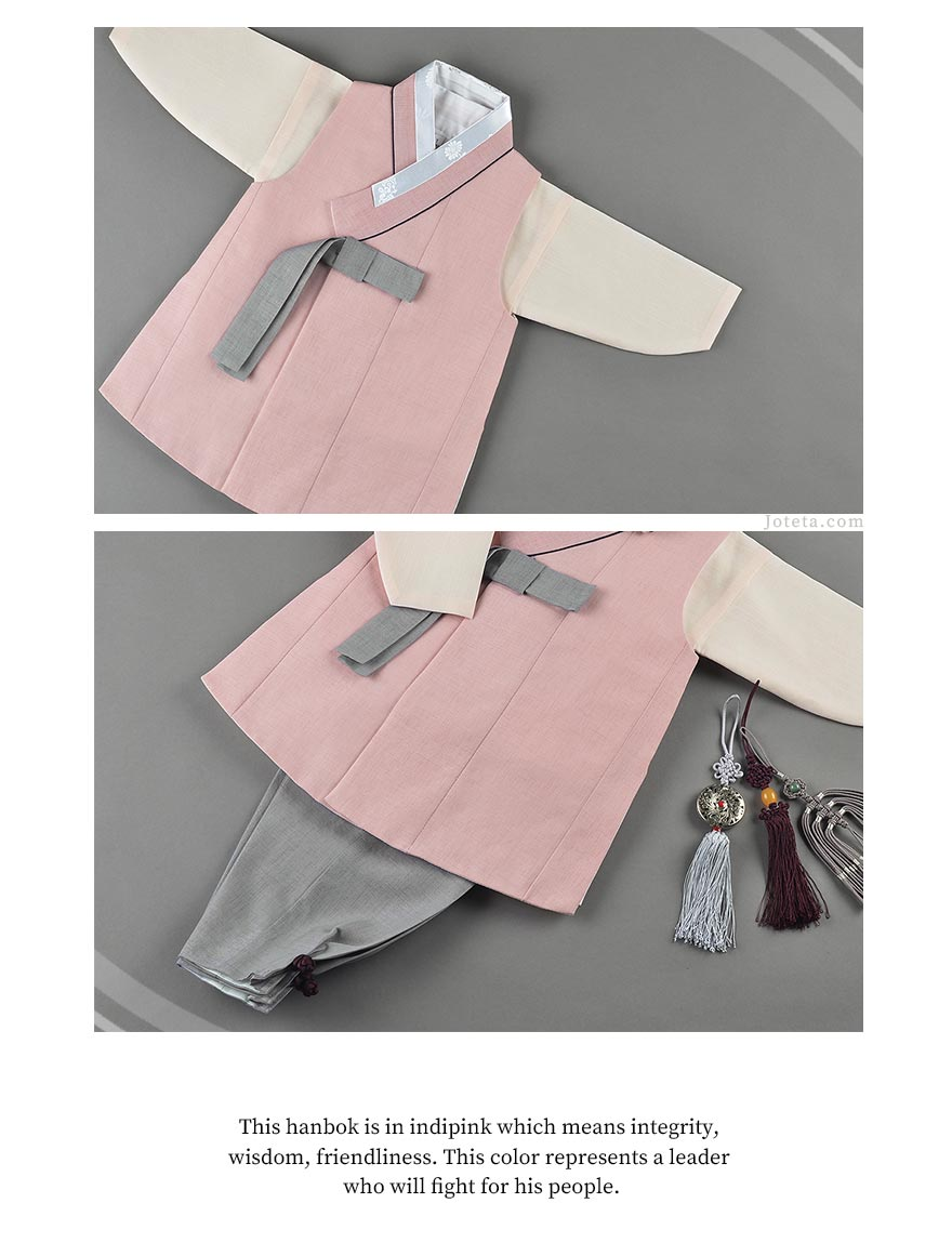 The original indipink baby hanbok by Joteta. The baby wearing this looks irresistibly cute and the parent's happy facial expression cues that they bought the right hanbok.