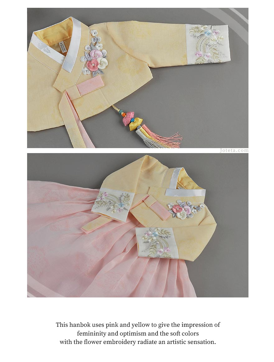 This hanbok for baby girls has flower embroidery throughout the hanbok. The baby girl is wearing this for her Baek-il party (100th Day Celebration) and the host purchased this beautiful hanbok on Joteta.