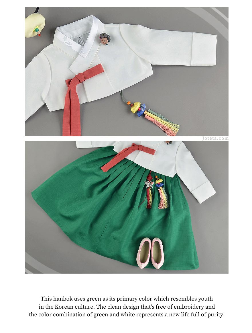 The baby girl hanbok in forest green is chic and will receive a ton of praise from those who see your baby wearing it.
