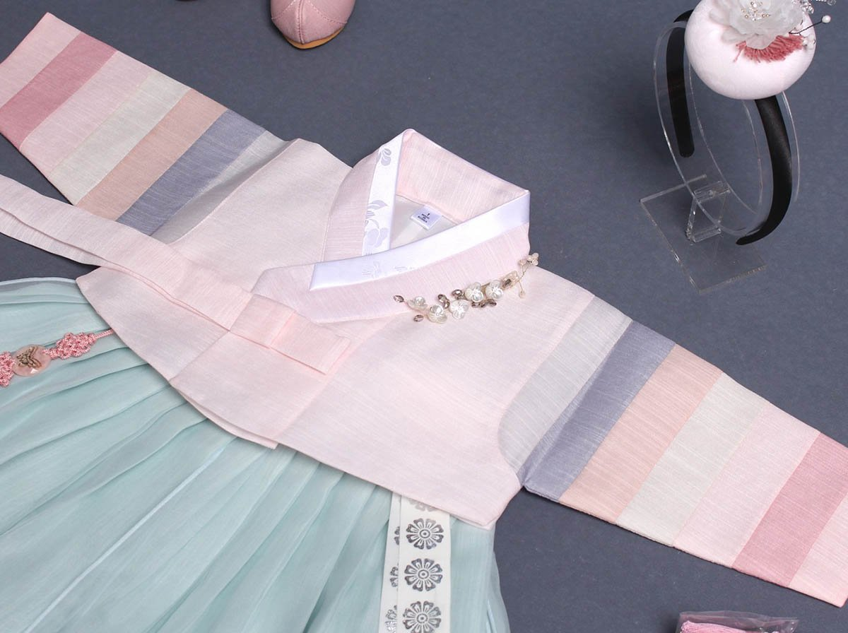 A closer look at the Saekdong Jeogori multicolored sleeve and details of this lovely sky blue and roseate short baby girl hanbok.