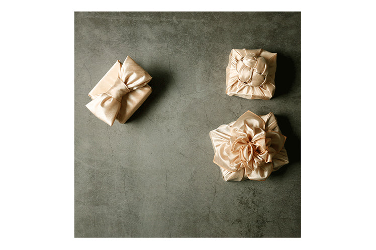 Presents that are big or small look more ornate if you use Korean Bojagi as the luxury gift wrap.