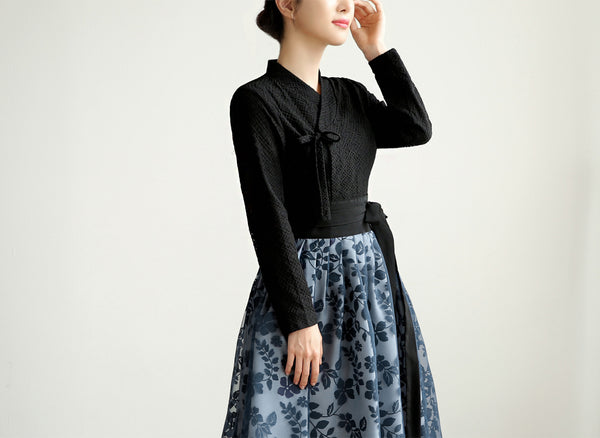 Modern hanbok blouses can be worn daily and this midnight black checkered blouse is wonderful for all types of lifestyles.