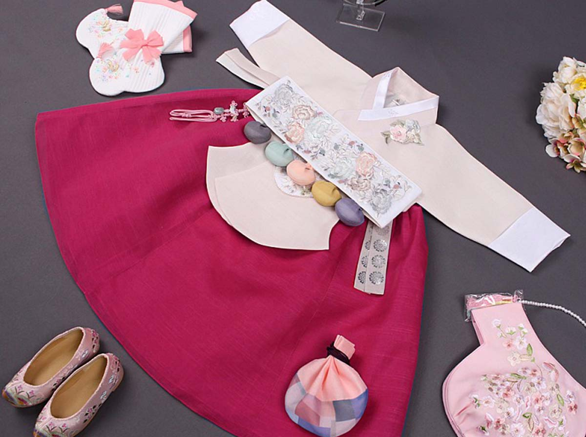 Pictured in the Dol version of our baby girl hanbok in crimson and white, which brings out the authentic Korean in your baby girl.