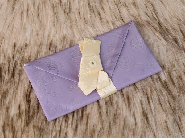 A beautiful lavender Korean money envelope that's made of silk and is sure to make a remarkable impression on the recipient who receives this wallet as a gift.