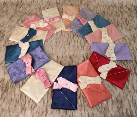 This is a cloud crane silk korean money envelope that comes in a selection of 14 different colors.