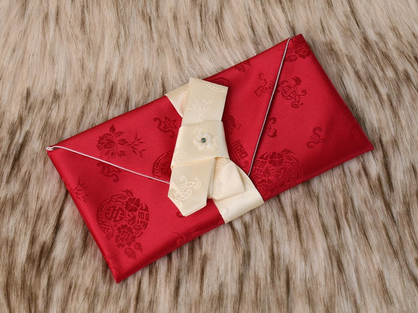 A Korean money wallet made of silk and has a traditional look and feel. This is surely one of our more popular money envelopes because it is in red and red was a color used by Koreans often in the past.