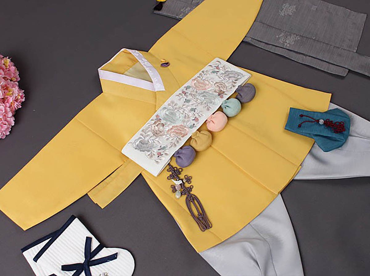 In this picture you get a more detailed look at the top of the hanbok and you can see how the lemon color really makes the outfit look angelic.