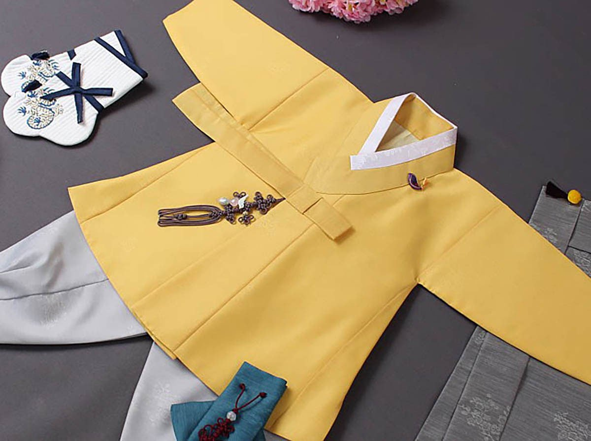 Our Cute Prince Baby Boy Hanbok in gold really shines and will make your son look precious and charming.