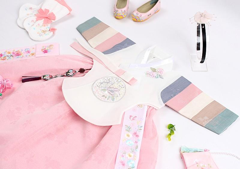 Here you can see the Saekdong Jeogori and how much it brings color and fun to the baby girl hanbok in blush and beige.
