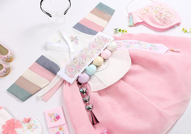 We offer 100 day, 1 year, and 2 year baby girl hanbok in alabaster and light pink. This is a picture of the Dol hanbok with the Dol belt which comes with the outfit.