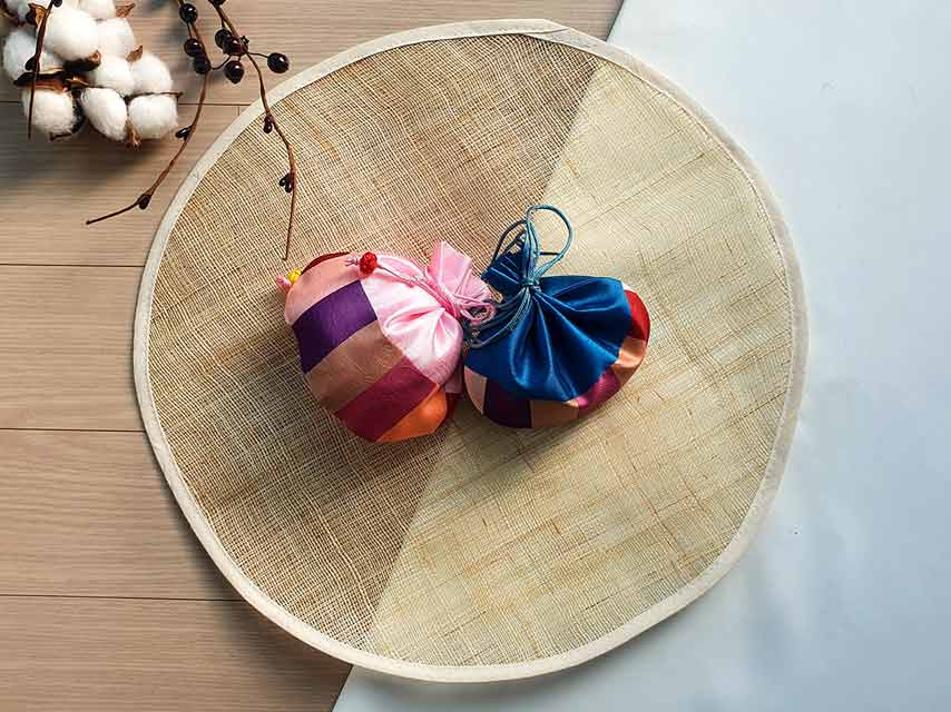 Our Doljabi kits provides the softest and most aesthetic fortune pouches.